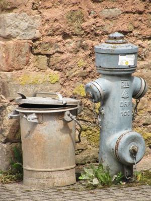 Hydrant mit Eimer